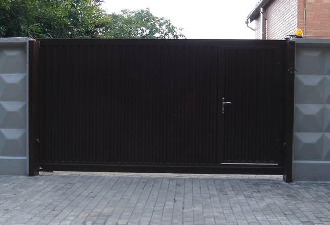 Распашные ворота с электроприводом цена под ключ в Софрино